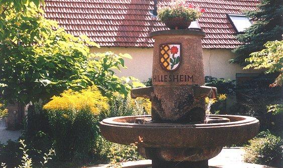 Der Drei-Röhren-Brunnen von Hillesheim in Rheinhessen